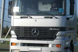 每天400多辆卡车 奔驰卡车工厂介绍视频